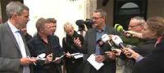 Politiinspektør ved Københavns Politi Svend Foldager giver oplysninger til pressen.
