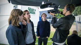 Taxit bliver fulgt på Skive Festival af en tv-dokumentarist, der arbejder på et program om Skive-bandet.