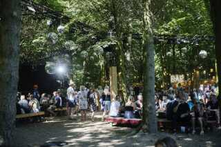 Det nye Moonshine-område har været et populært vandhul på årets festival.