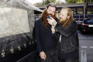 Orms to guitarister Theis Poulsen og Simon Andersen