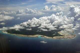 Sentineleserne, som bor på North Sentinel Island, er en af omkring 100 tilbageværende stammer i verden, der lever uden mærkbar kontakt med omverdenen.