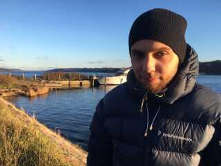 Daniel Kristensen rystede stadig af kulden, selvom han havde fået sit tøj på efter redningsaktionen. Foto: Christine Nørgaard, P4 Nordjylland.
