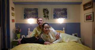 Mong og John er et af de par, der medvirker i 'Hjertelandet'.