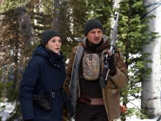 Elisabeth Olsen og Jeremy Renner i 'Wind River'.