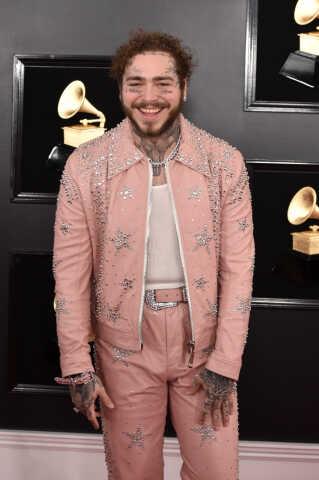 Rapperen Post Malone var iført lyserød fra top til tå.