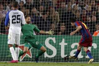 Lionel Messi scorer her sit første mål mod FCK.