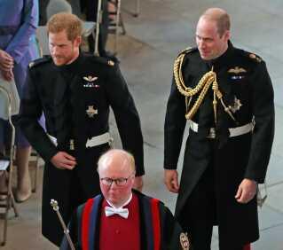 Prins Harry, der nu er hertug af Sussex med sin forlover og storebror, prins William, hertug af Cambridge.