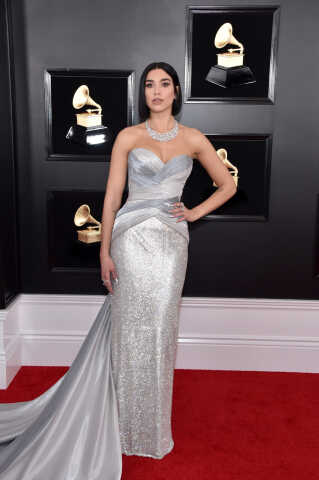 Dua Lipa vandt 'Bedste nye artist', men ligner ikke en, der er ny på den røde løber i en gulvlang sølv kjole.