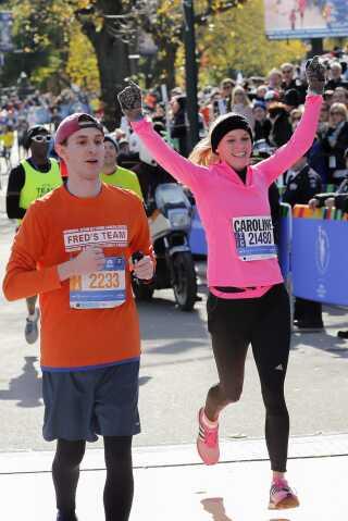 Caroline Wozniacki så både glad og stolt ud, da hun løb over målstregen efter sit første maratonløb.