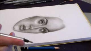 Nina tegner efter fotografier. Her er det sangerinden Adele, der kommer til syne.