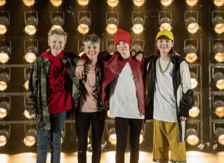 Bastian (nummer to fra venstre) sammen med resten af BaseBoys.