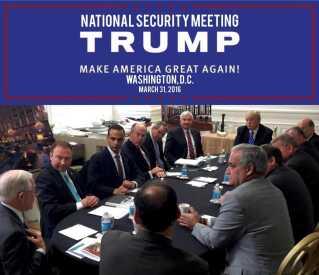 George Papadopoulos (nr. 3 fra venstre) optræder på et billede med Donald Trump, som Trump-kampagnen selv bragte under valgkampen.