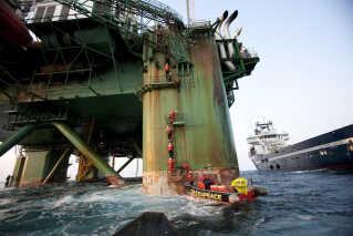 Olieselskabet Cairn var blandt andet mål for Greenpeace-aktioner, da det borede ud for Nordgrønland.