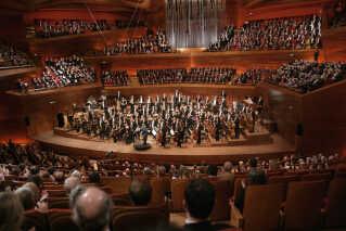 Koncertsalen var fyldt til sidste plads på åbningsaftenen, og ude ved skærmene fulgte 845.000 seere på DR1 med i gallakoncerten, som P2 også sendte direkte.