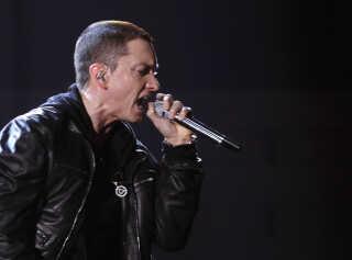 Efter Roskilde Festival mandag afslørede, at Eminem indtager dyrskuepladsen, har der været drøn på billetsalget.