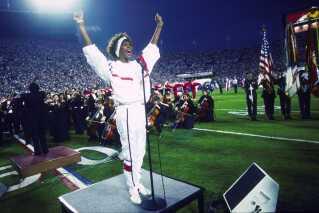 Whitney Houston gav en bevægende udgave af den amerikanske nationalsang. Måske den bedste nogensinde.