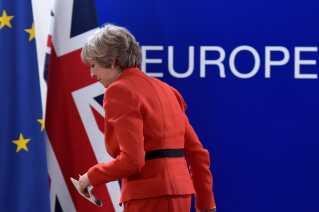 Theresa May forlader topmødet i Bruxelles i oktober 2016.
