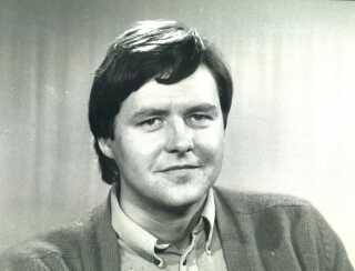 Ole Thisted indledte sin journalistiske karriere ved Dagbladet i fødebyen Roskilde samt Aalborg og Fyens Stiftstidendes folketingsredaktion og Berlingske Tidende i 1960'erne og 1970'erne, inden han blev ansat i DR i november 1974 i nyheds- og aktualitetsafdelingen. Fra den 1. januar 1976 blev han journalist og vært på TV-Avisen. Det er fra det år, billedet her stammer.