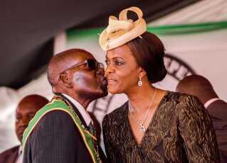 Robert Mugabe og hans kone Grace Mugabe (Arkivfoto).