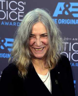I anledning af sin 70 års fødselsdag giver Patti Smith koncert i fødebyen Chicago med sit band og sine voksne børn på scenen.