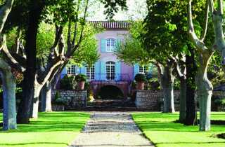 Her ses det berømte vinslot Château Vignelaure, som Bengt Sundstrøm ejer.