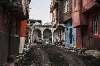 I Diyarbakir i det sydlige Tyrkiet ligger den gamle bymidte Sur i ruiner efter kampe mellem Kurdiske tropper og tyrkiske regeringstropper.