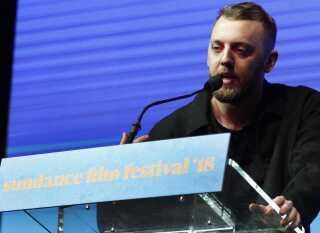 Gustav Möller modtager publikumsprisen ved Sundance Film Festival i januar i år. Siden da har 'Den Skyldige' også vundet priser på filmfestivaler i Seattle, Montclair og Rotterdam.