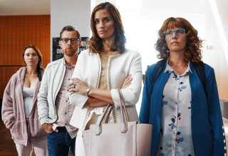 Stephanie León spiller Caroline i komediefilmen 'Mødregruppen', hvor Danica Curcic indtager hovedrollen som jetsetteren Line, der vender tilbage til sine fynske rødder, da det hurtige liv i Hong Kong går i vasken.