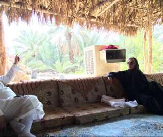 Iført heldækkende abaya og solbriller har Sonja Stockmarr holdt mange møder med saudi-arabiske mænd.