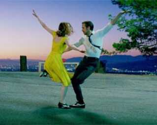 Emma Stone og Ryan Gosling i festiavlens åbningsfilm, musicalen 'La La Land'