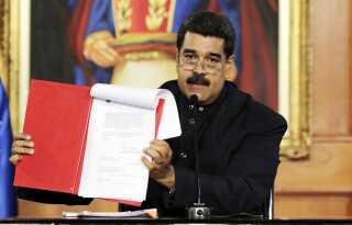 Nicolas Maduro fremlagde i går på 1. maj sit forslag til en ændring i forfatningen fra sit kontor i præsidentpaladset i Caracas, Venezuela.