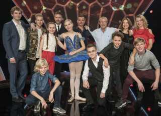 De seks Vidunderbørn, mentorerne og vært Søren Rasted i begyndelsen af årets sæson.