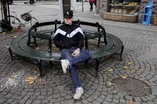 Sebastian på Christianshavns Torv, hvor han fik nikket en skalle for godt et år siden.