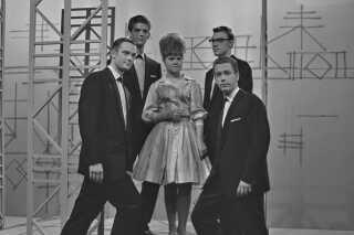 Daimi startede på pladeselskabet TONO, der gav hende mulighed for at udgive en række singler. Her er hun som 18-årig året efter, hvor hun  synger sangen 'Hifi-four' i programmet 'Pladeparade' den 9. oktober 1962 hos vært Otto Leisner.