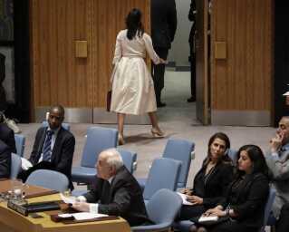USA's FN-ambassadør Nikki Haley udvandrede fra mødet, da det var palæstinensernes repræsentant Riyad Mansour tid til at tale.
