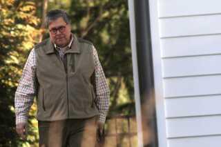 Den amerikanske justitsminister, Willam Barr, forlader sit hus i Virginia.