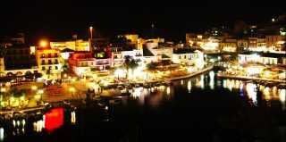 Kreta er stadig blandt verdens mest populære rejsemål. Her er det Agios Nicholaos på den græske ø.