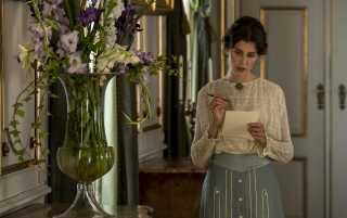 Katrine Greis-Rosenthal spiller rigmandsdatteren Jakobe i 'Lykke-Per'. Hun er nomineret til en Bodil for sin birolle.