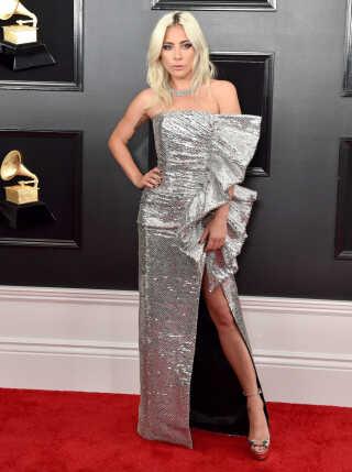 Lady Gaga optrådte til det store Grammy-show med nummeret 'Shallow', som hun sammen med Bradley Cooper vandt priser for i kategorierne 'Bedste duet' og 'Bedste sang til et visuelt medie'.