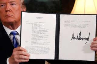 Donald Trump holder erklæringen, om at USA udtræder af atomaftalen med Iran, op. Han underskrev denne erklæring den 8. maj 2018.