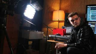 Han er bare 21 år, men hans stemme er flere gange blev sammenlignet med de store rockstjerner som eksempelvis Bruce Springsteen.