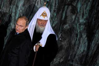 Den russiske præsident Vladimir Putin ses her sammen med lederen af den russisk-ortodokse kirke, patriark Kirill i Moskva i oktober.
