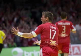 I 2014 taber Danmark EM-finalen på hjemmebane til Frankrig, mens Svan og Lindberg deler spilletiden mellem sig.