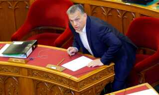 Viktor Orbán i Ungarns parlament, da universitetsloven blev stemt igennem.