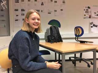 Andrea Løwe har lært om journalistik på sin talentcamp sammen med en anden elev fra klassen.