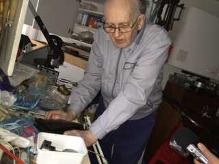 88-årige Palle Sørensen bor i dag i en mindre lejlighed i København. I sit værksted arbejder han med dirke og skruer til skibe. I 1998 kom han ud af fængslet efter 33 år bag tremmer.