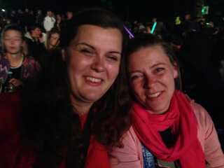 Marie Simonsen (t.v.) var til koncert med sin søster, Julie Simpson.