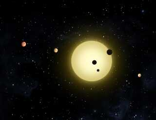 En kunstners illustration af stjernen Kepler 11 og dens planeter.