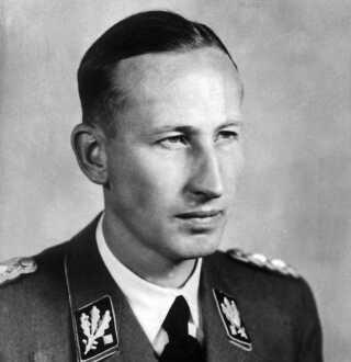 Gestapos sikkerhedschef, Reinhard Heydrich, spillede også en ledende rolle ved Krystalnatten, idet han gav ordre til politiet om ikke at gribe ind. Desuden sørgede han for, at Gestapo anholdt tusindvis af jøder den nat og sendte dem i koncentrationslejr. Han var senere manden, der samlede jøder i ghettoer og stod bag oprettelsen af nogle af udrydelseslejrene. Han stod for 'løsningen af det jødiske spørgsmål', som nazisterne kaldte det. Det endte med folkemord.