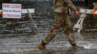 Det amerikanske beredskab er udkommanderet. Følgerne af de enorme regnmængder i orkanen Florence kan allerede mærkes.
